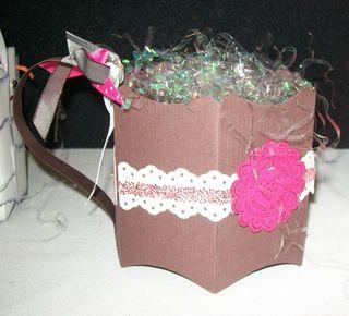 Cocoa mug basket